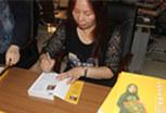 王莉平师傅为新著作签名